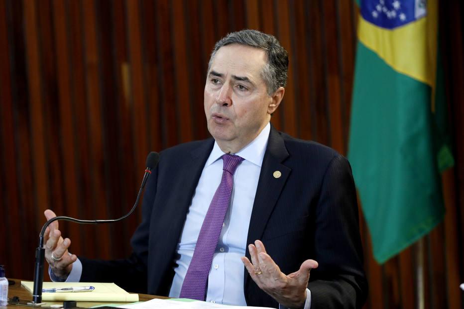 Judiciário não tem condições de combater as fake news, diz Barroso