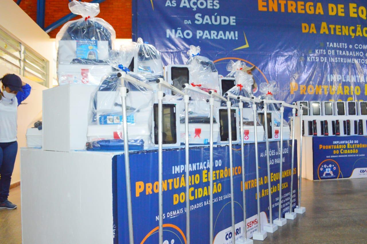 Adail Filho entrega equipamentos para profissionais de saúde