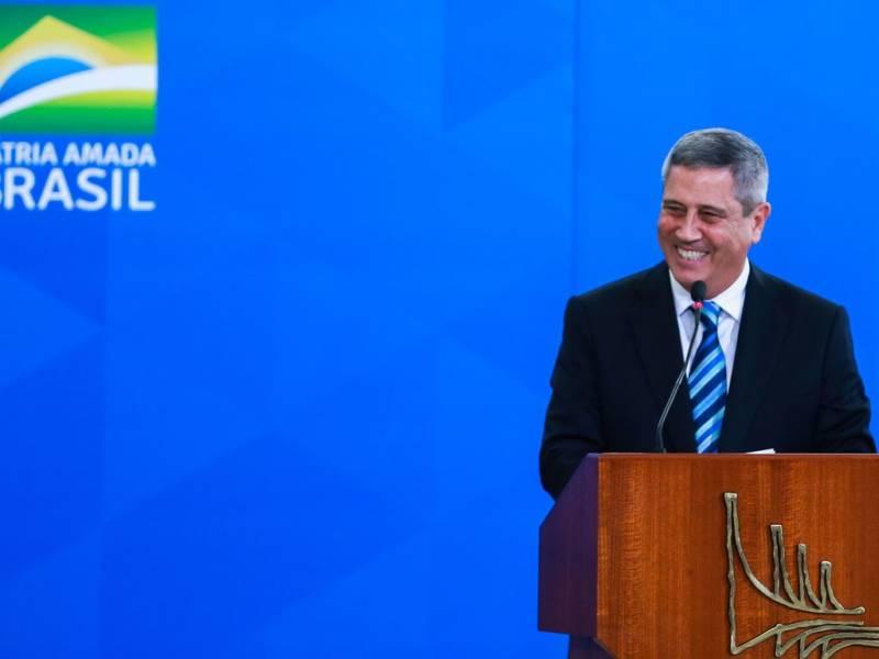 Ministro-general dá aval para filha ganhar R$ 13 mil em cargo na ANS