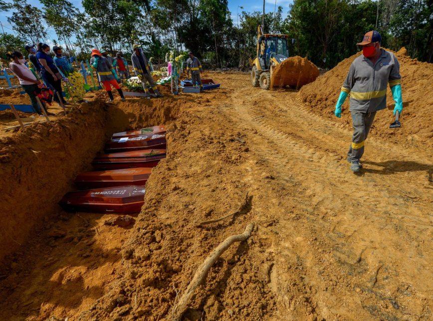 Brasil supera 100 mil mortes pelo coronavírus sem sinal do fim da crise