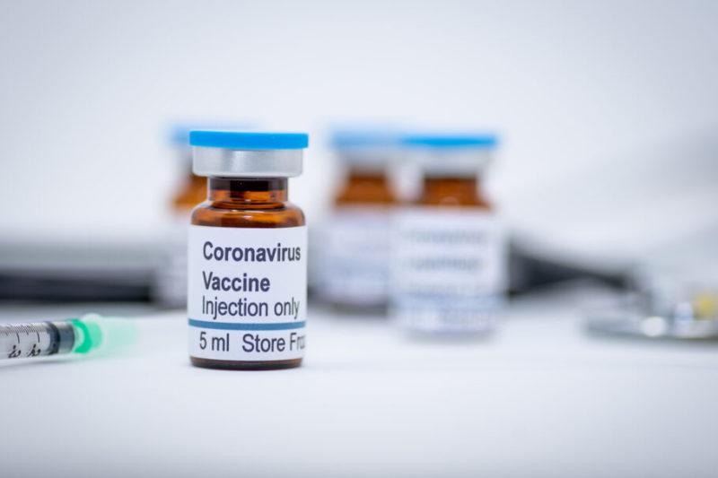 A vacina, a saúde dos brasileiros e o proselitismo político