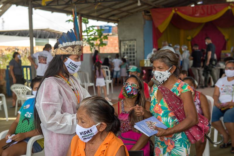 Grupos prioritários recebem vacina contra covid-19 a partir de quarta-feira