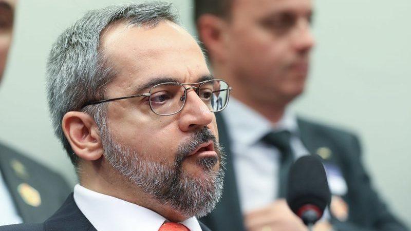Justiça condena União a pagar R$ 50 mil por fala de Weintraub