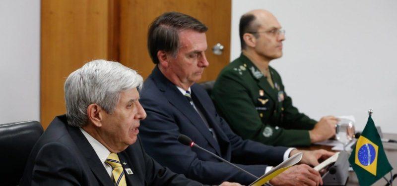 """Bolsonaro, ameaçado pelo STF a entregar celular, reagiu: """"Vou intervir!"""""""