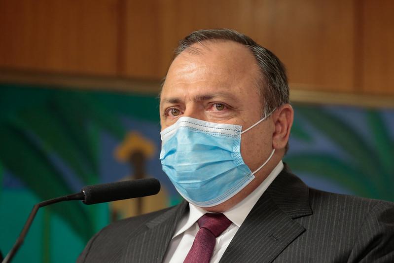 Pazuello promete 15 milhões de doses da vacina de Oxford em janeiro