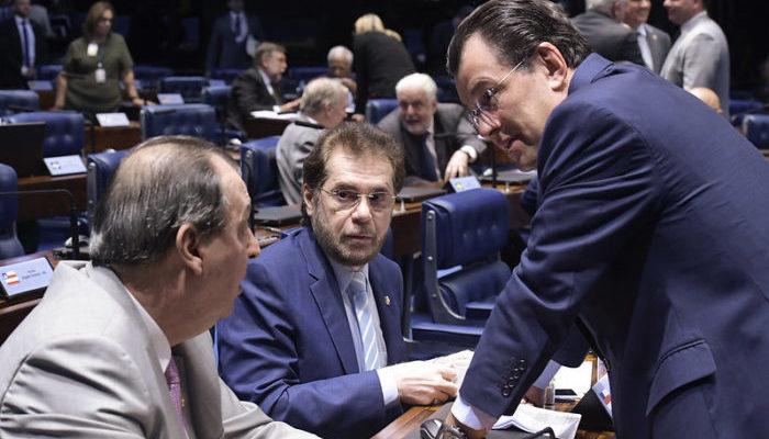 """Sem apoio do AM, """"Muda Senado"""" vai ao STF contra reeleição de Maia e Davi"""