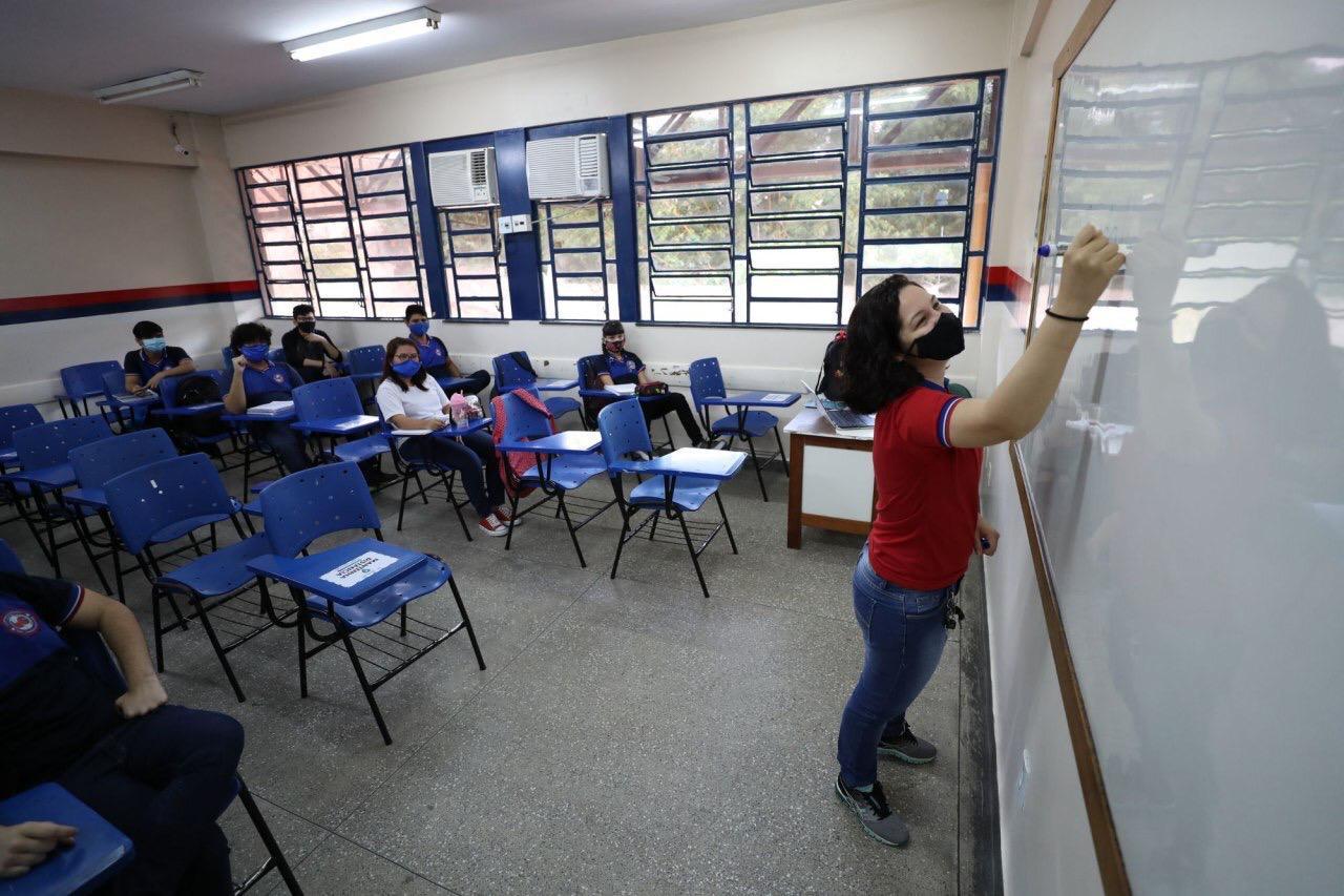 Volta das aulas presenciais conta com 94% dos professores em sala