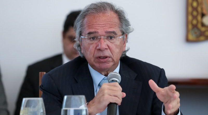 """Guedes diz que """"cartão vermelho"""" de Bolsonaro não foi para ele"""