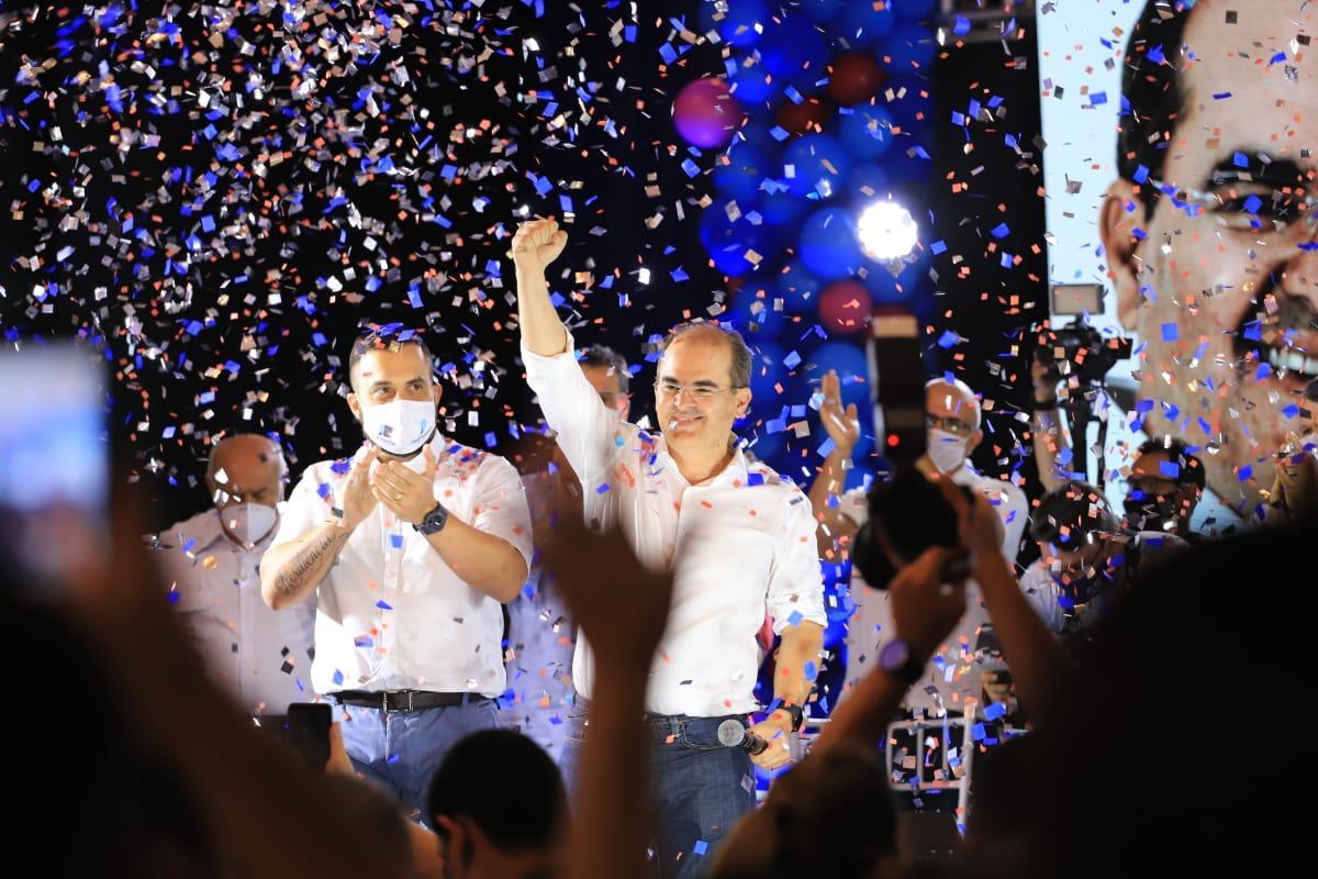 """Nicolau prega união e promete """"revolucionar serviços"""" em Manaus"""