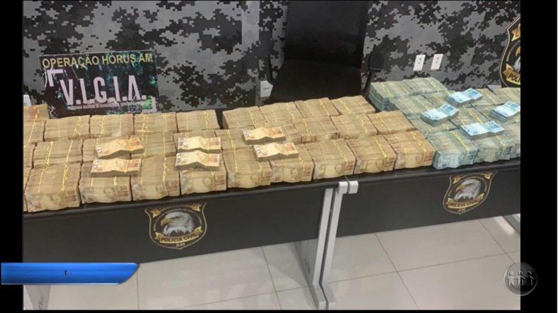 Operação da Polícia Civil apreende R$ 2 milhões, carros de luxo e drogas