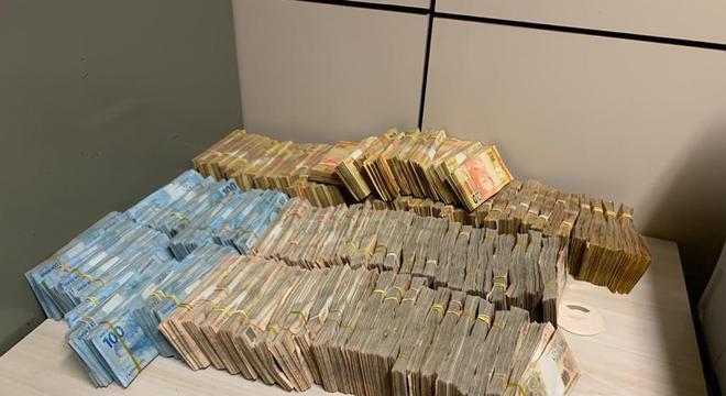 Operação da PF desfaz esquema milionário delavagem de dinheiro