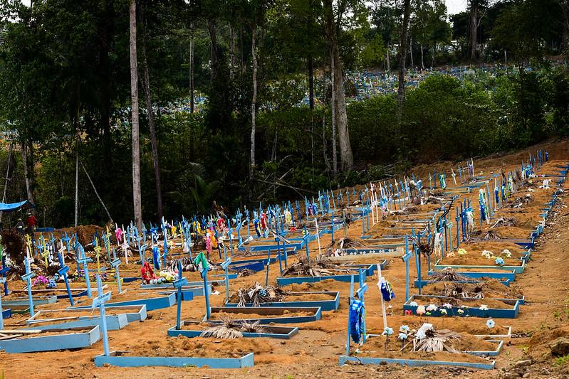 Cresce número de enterros por coronavírus nos cemitérios de Manaus