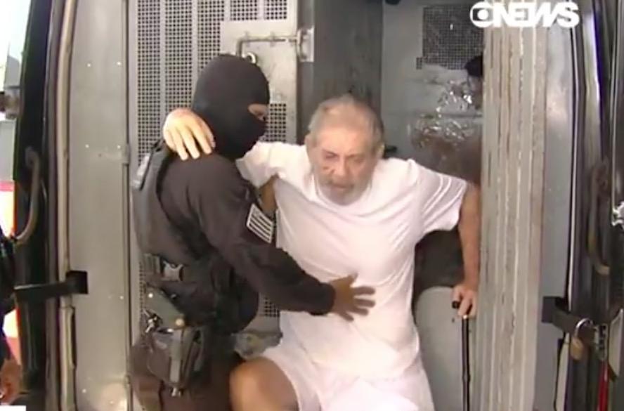 Condenado a 60 anos de prisão, João de Deus é levado a hospital de Brasília
