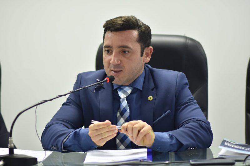 Deputado Carlinhos Bessa é agredido durante arraial em Tefé