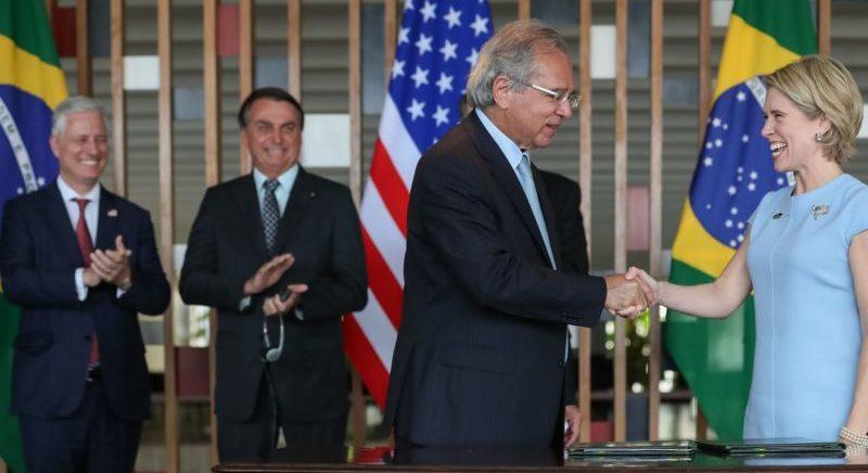 Banco dos EUA e Brasil assinam acordo de US$ 1 bi em investimentos