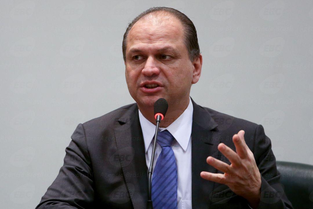 """""""Qual é o problema com nepotismo?"""", pergunta líder de Bolsonaro"""
