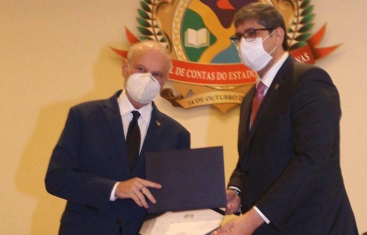 Presidente da CMM recebe selo de qualidade do TCE-AM pela gestão