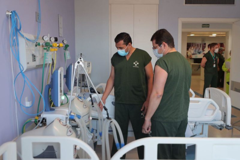 Wilson inspeciona ampliação de leitos de UTI no Hospital Delphina Aziz