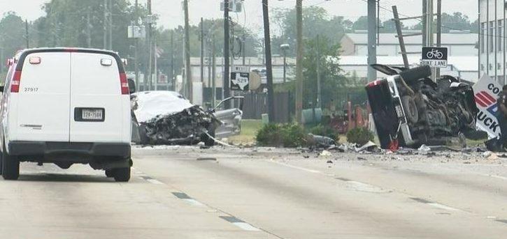 Homem bebe e dirige em live antes de causar acidente e matar três