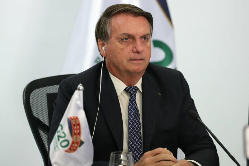 """Bolsonaro diz que ida de Pazuello a Manaus foi para intervir no """"caos"""""""
