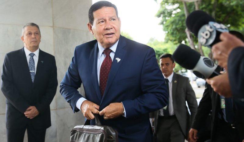 Políticos e ongs reagem à proposta de controle do governo; Mourão nega
