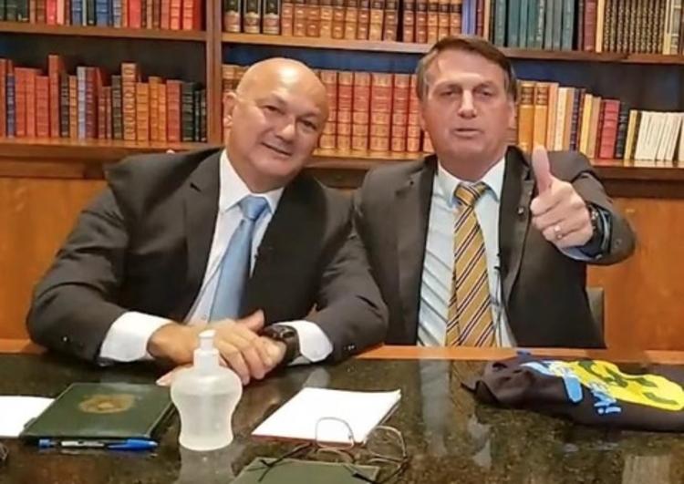 """Coronel comanda 'gabinete do ódio' de Bolsonaro no Amazonas"""