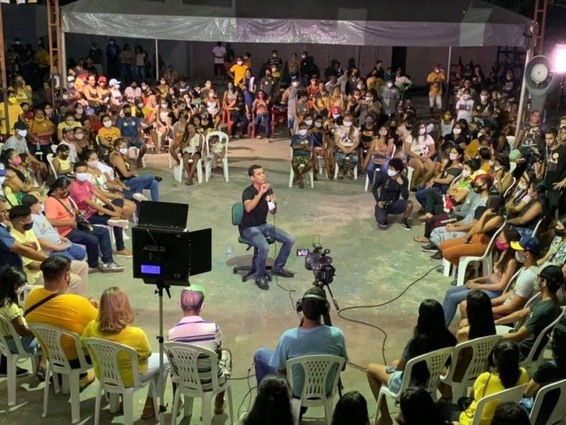 Junior Leite é sabatinado por juventude de Maués em reunião