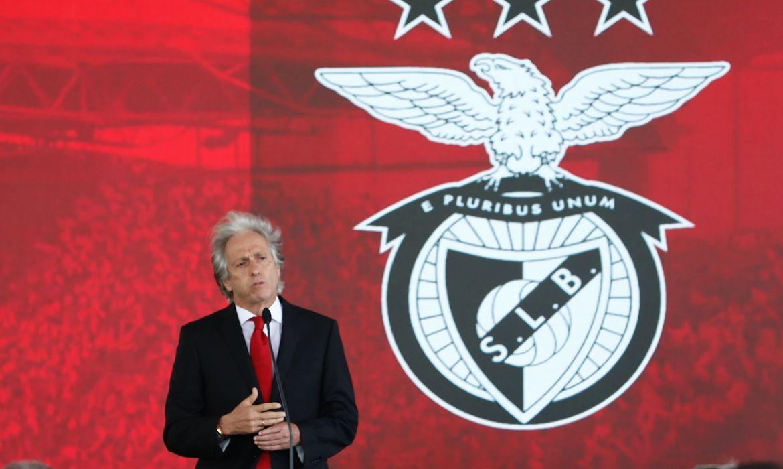 Ex-Flamengo, Jesus leva Benfica ao fracasso e pode cair logo