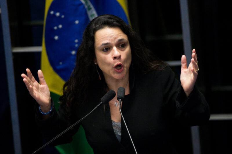 Janaína Paschoal diz ter caído em fake news envolvendo nome de Braga