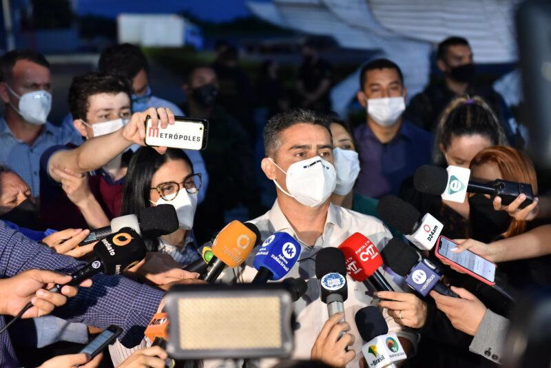 Prefeito anuncia que Manaus vai receber 108 médicos e 25 ambulâncias