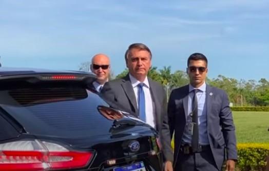 Bolsonaro comprou 30 carros da Ford e gastou R$ 5,8 milhões