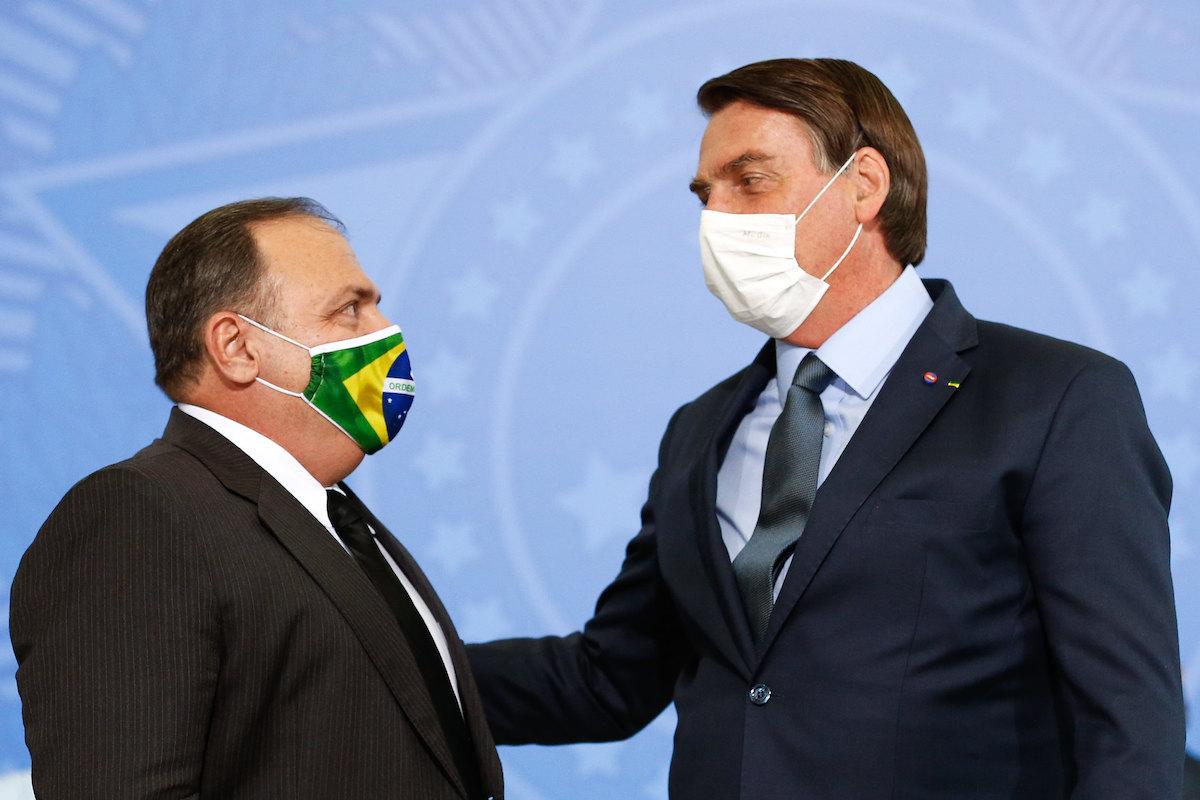 """Bolsonaro manda """"escudo"""" Pazuello ao AM com passagem só de ida"""