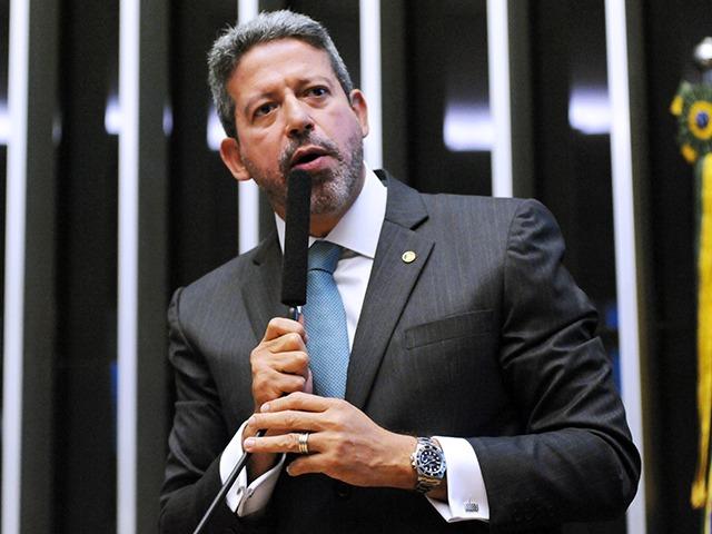 Lira segue Bolsonaro e vê ICMS como vilão dos combustíveis