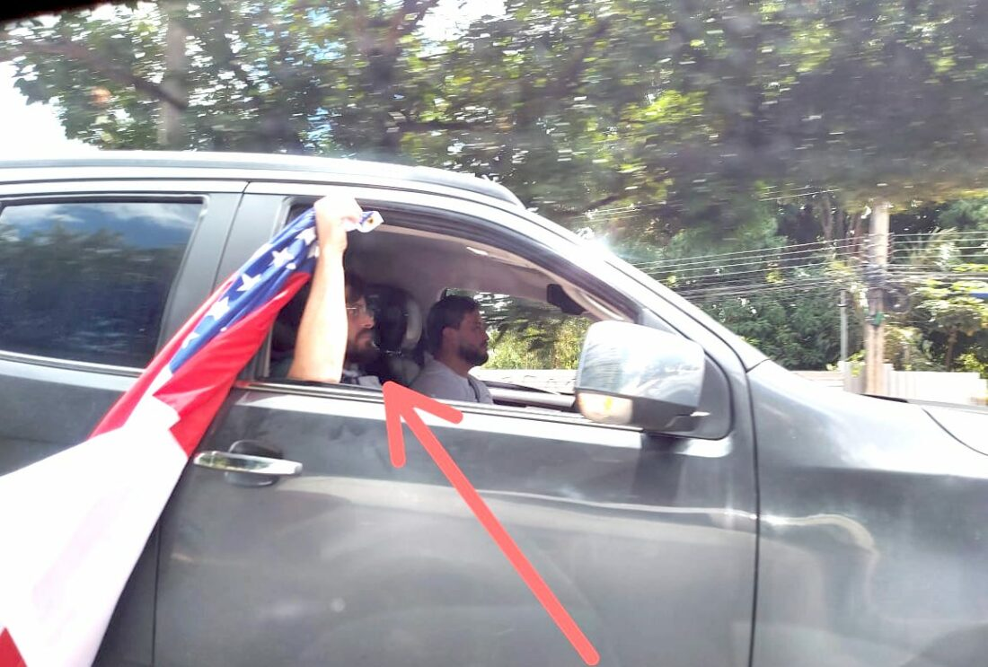Digital de Eduardo Braga aparece em protesto contra Wilson Lima