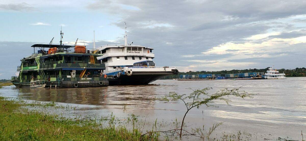 """Covid facilita ataque de """"piratas"""" a ribeirinhos da Amazônia"""