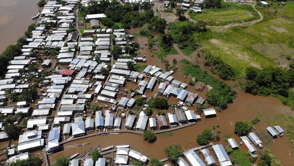 Cheia do rio Juruá avança sobre bairros e ruas de Eirunepé