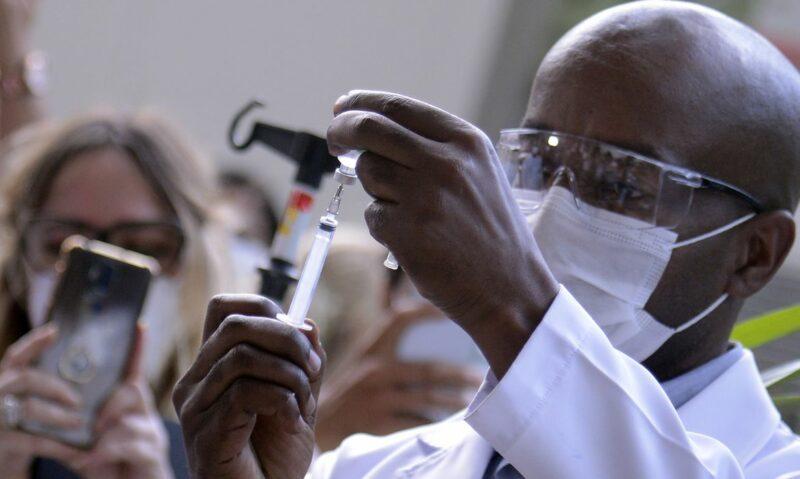 Dois milhões de doses da vacina da Índia já estão na Fiocruz
