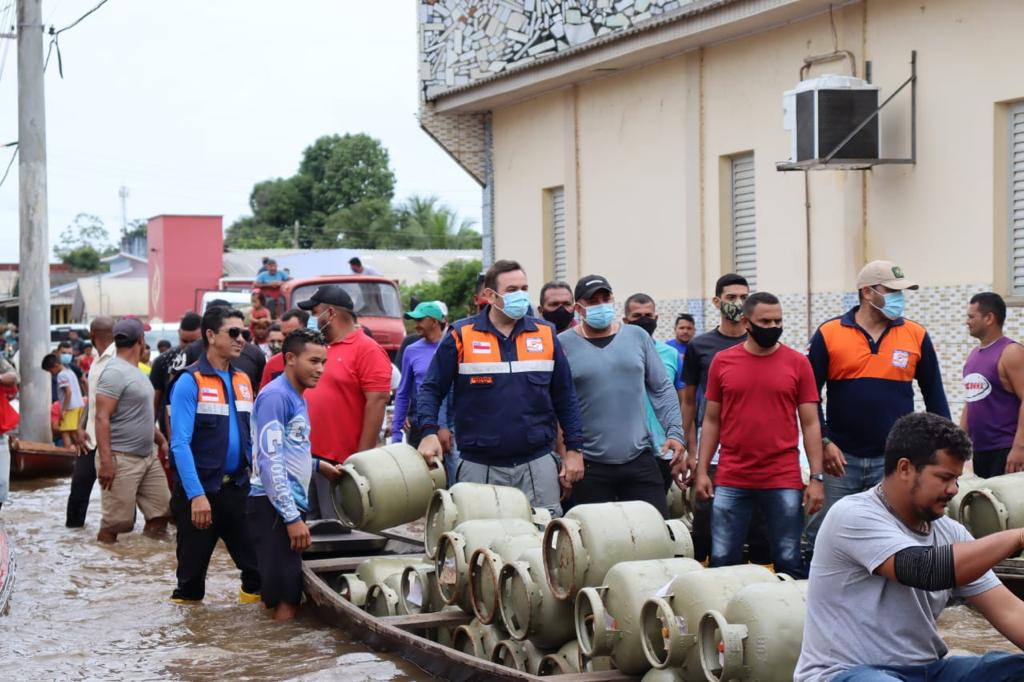 Famílias atingidas pela cheia em Eirunepé têm ajuda humanitária da prefeitura