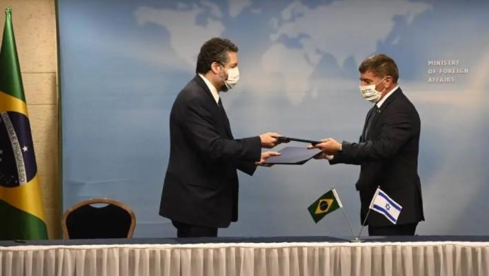 """Ministro brasileiro leva """"puxão de orelha"""" em Israel por estar sem máscara"""
