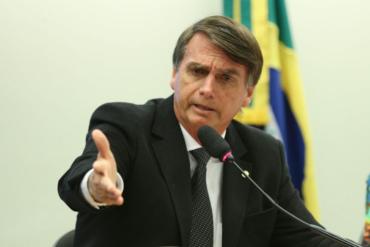 'Meu Exército não vai obrigar ninguém a ficar em casa', diz Bolsonaro
