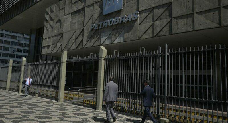 Quatro conselheiros deixam Petrobrás com saída do presidente