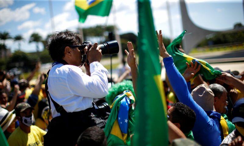 Covid matou mais jornalistas no Brasil, diz levantamento da Fenaj