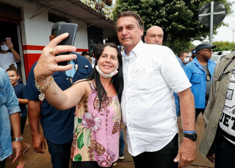 Bolsonaro repete crítica a isolamento e ironiza gordinhos da pandemia