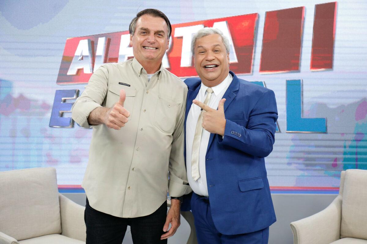 Bolsonaro xinga repórter para não responder sobre 'CPF cancelado'