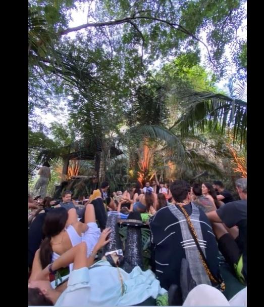 Festa clandestina no meio da floresta amazônica promove aglomeração