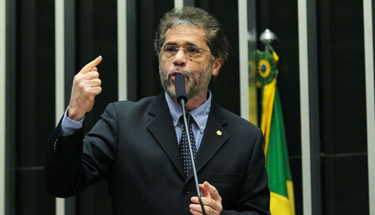 Plínio, com discurso governista, diz participar da CPI da covid