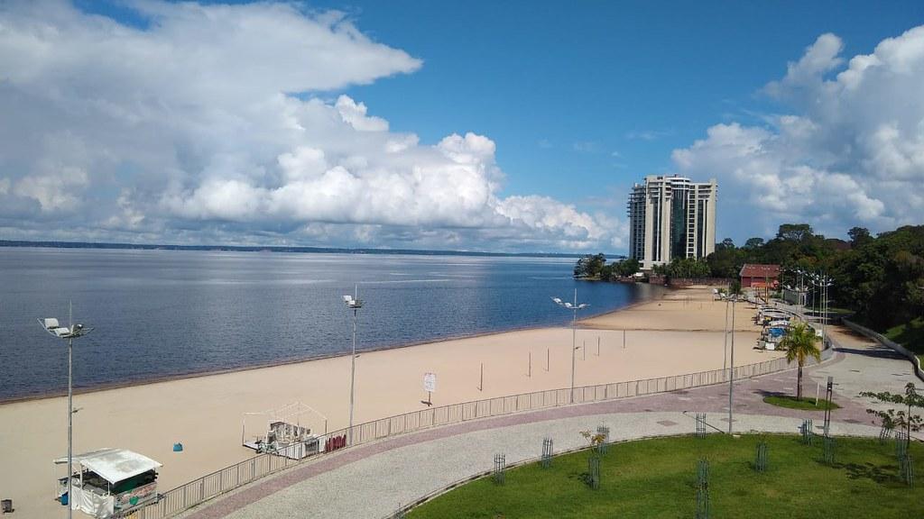 Praia da Ponta Negra é liberada nos dias úteis, até 17h