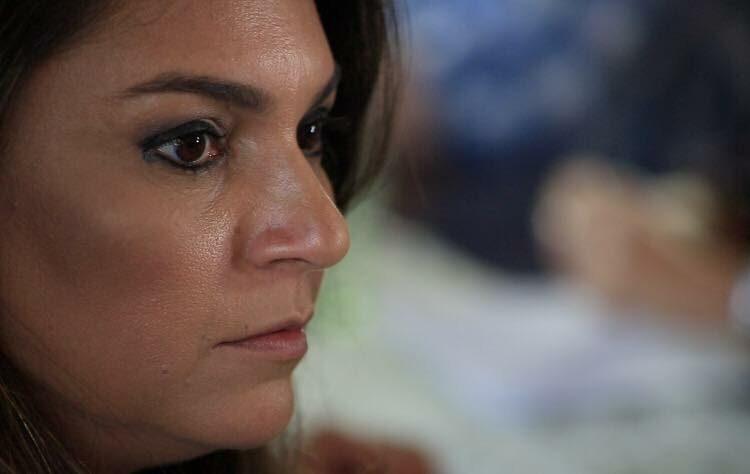 Daniela Assayag, livre de acusação, volta ao convívio das redes sociais