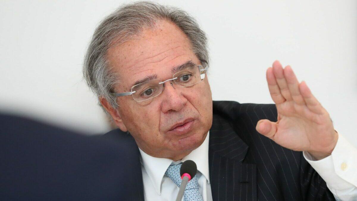 Reforma de Bolsonaro poda superpoderes de Paulo Guedes
