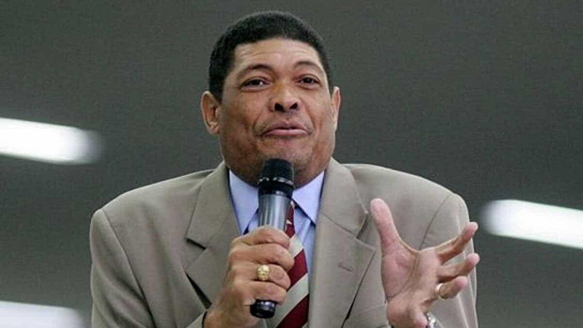 Líder da Mundial dá tombo em cantor gospel e lucra milhões